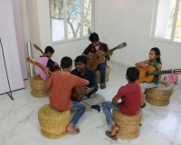 Classical guitar lessons in session